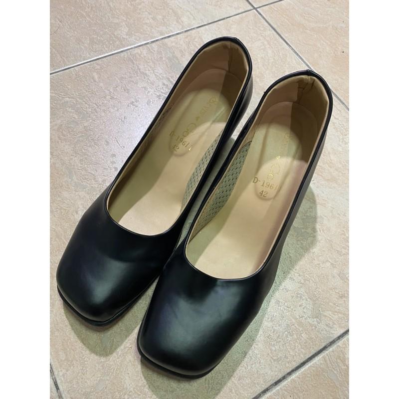 รองเท้าคัชชูสีดำรับปริญญา