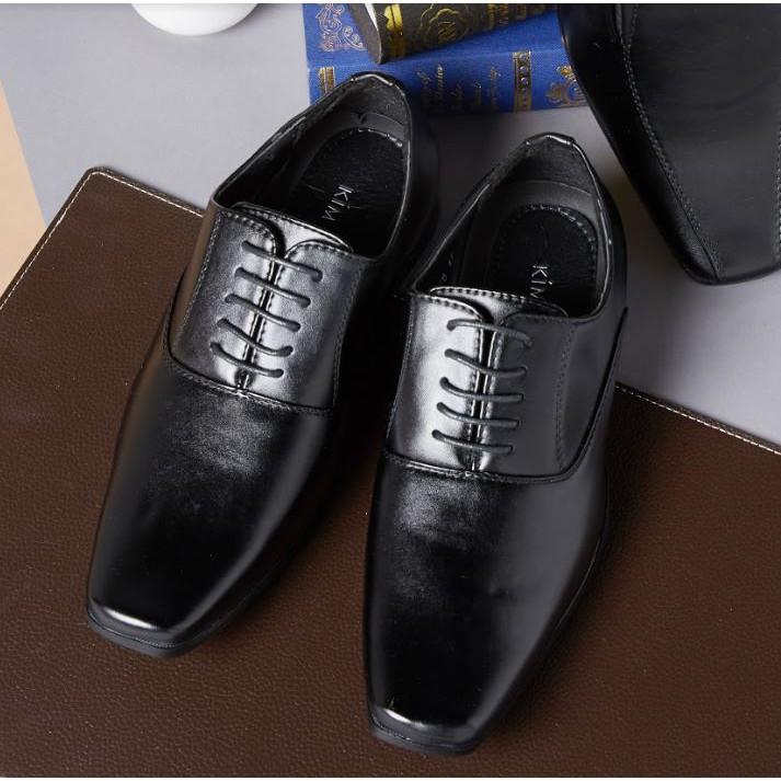 ✆☍<<<<ฟรีค่าจัดส่ง>>>> Kim&Co. รองเท้าหนัง รองเท้าคัชชู ผู้ชายสีดำ แบบผูกเชือก รุ่น K006