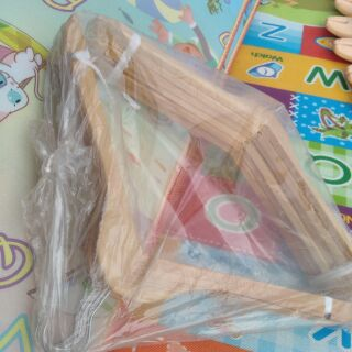 (เก็บเงินปลายทาง)ไม้แขวนเสื้อไม้จริงไม้ญี่ปุ่นมีน้ำหนักดีมาก(ยกโหล)