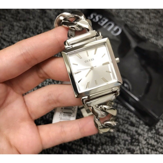 Guess นาฬิกาข้อมือสำหรับสตรีสีเงินสายโซ่