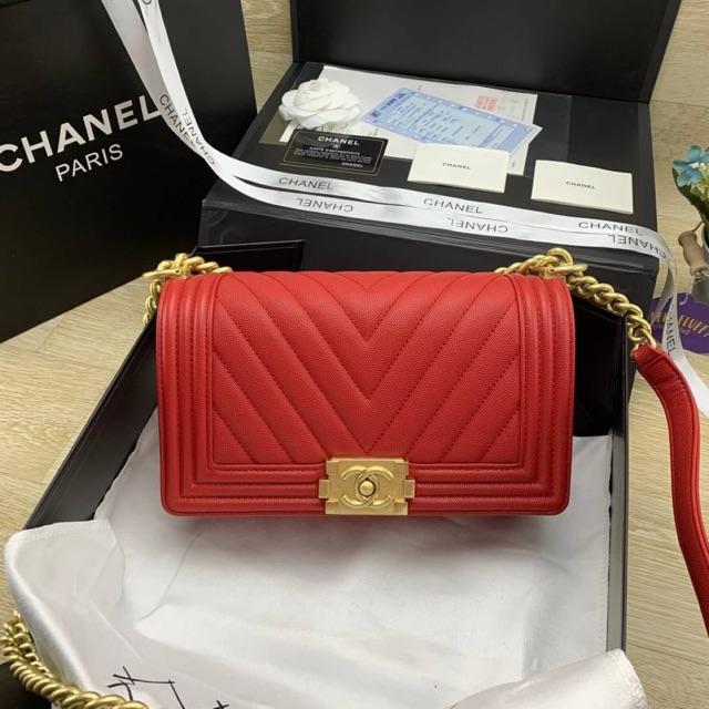 Chanel boy 10 chevron สีแดง (สอบถามสต็อกก่อนสั่งซื้อ)