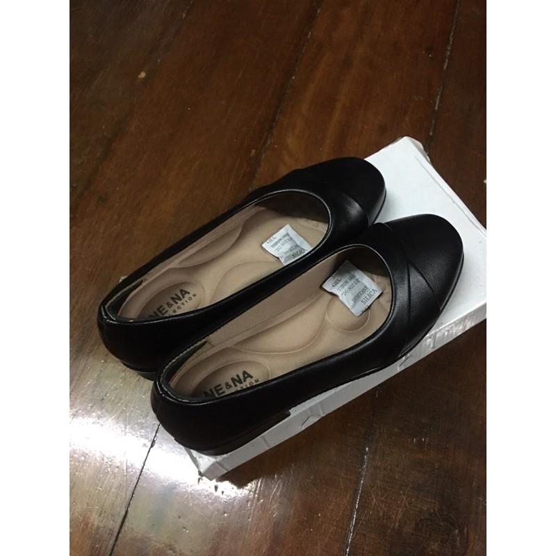 รองเท้าหนังคัชชูสีดำ