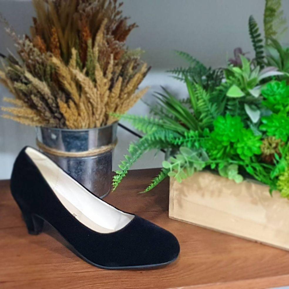 รองเท้าส้นสูง┅Rovy W1401 รองเท้าคัชชูผู้หญิง สีดำ กำมะหยี่ ลดราคาพิเศษ