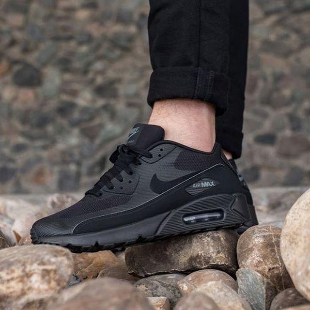 Nike Airmax 90 TriPle Black .