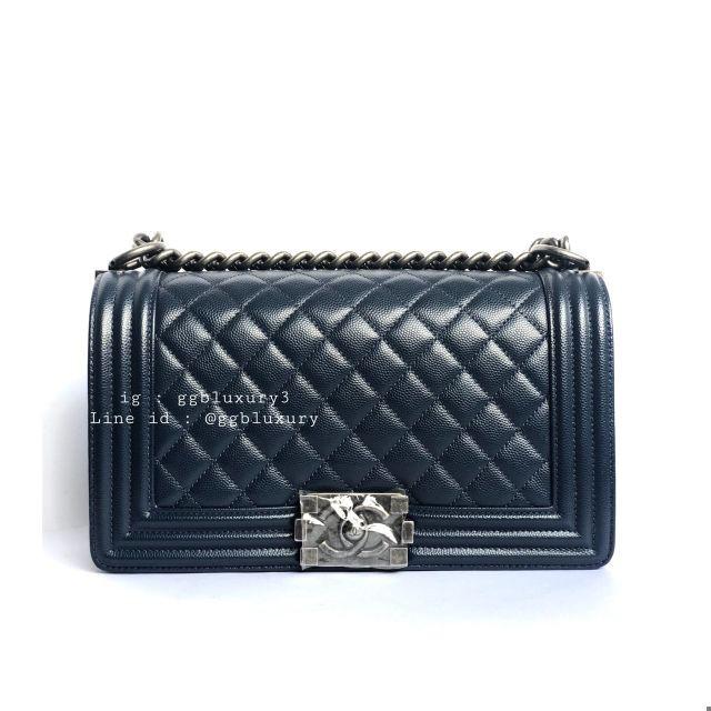 แท้】Used super new Chanel Boy10 navy caviar rhw HL25xxxxxx full set Price : 156,900฿