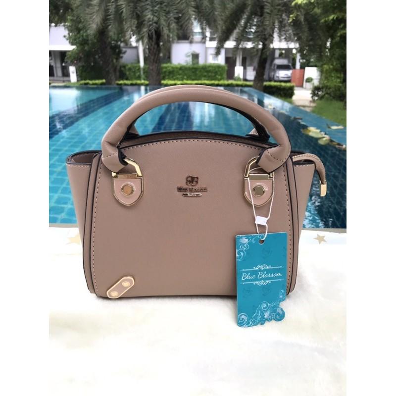 กระเป๋าสะพายแบรนด์แท้ Blue Blossom สีนู้ด สวยมาก