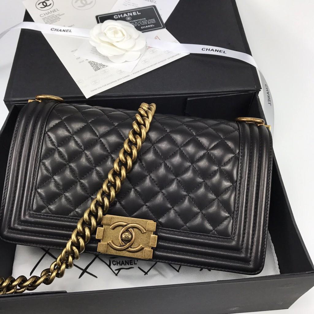 CHANEL BOY BLACK LAMB LEATHER GOLD HARDWARE SHOULDER BAG กระเป๋าแฟชั่นผู้หญิง สะพายข้าง ชาแนล หนังแลมป์ สีดำ 10 นิ้ว
