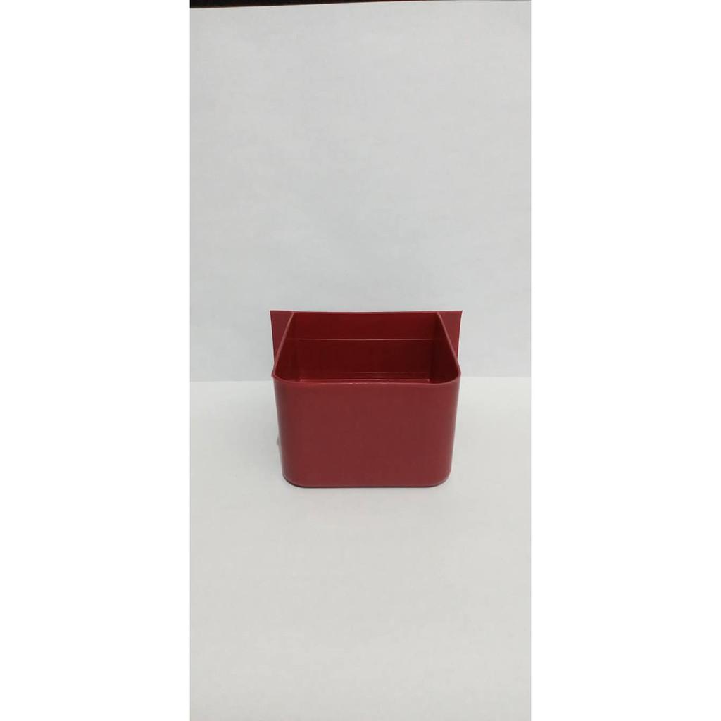 กล่องเพาะพันธุ์นกสีแดง