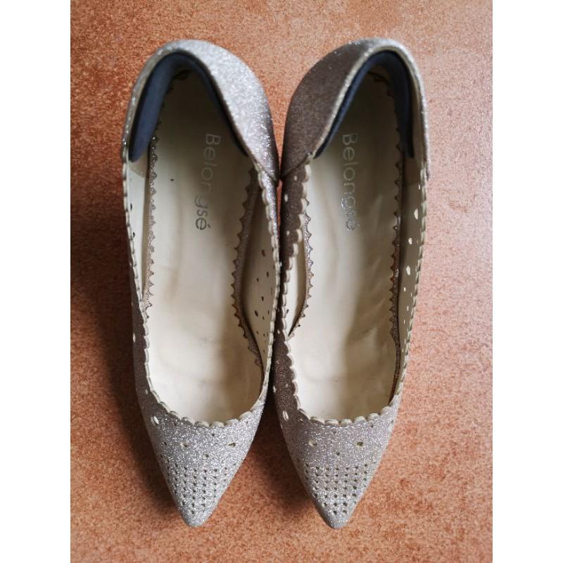 Belongse (บีลองเซ่) รองเท้าคัชชูส้นเข็มหัวแหลม ไซส์ 37 สีครีมกลิตเตอร์