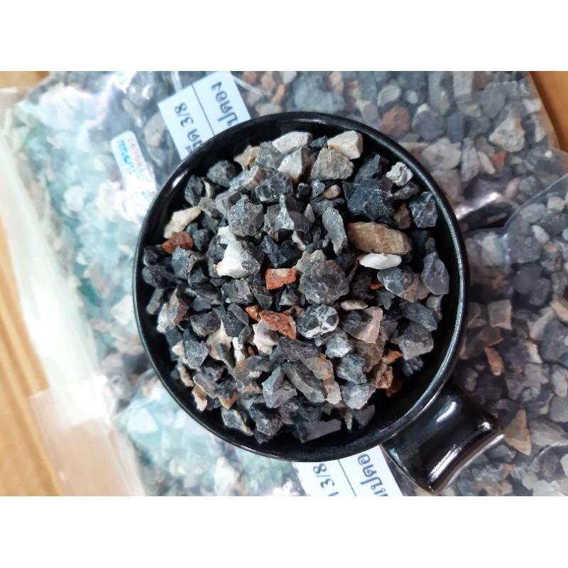 หินเกล็ด (สนามเปตอง เบอร์3/8 ) ล้างสะอาด น้ำหนัก 1 กิโลกรัม ราคา 25 บาท ใช้ปลูกไม้อวบน้ำหรือใช้ผสมปลูกไม้โขด
