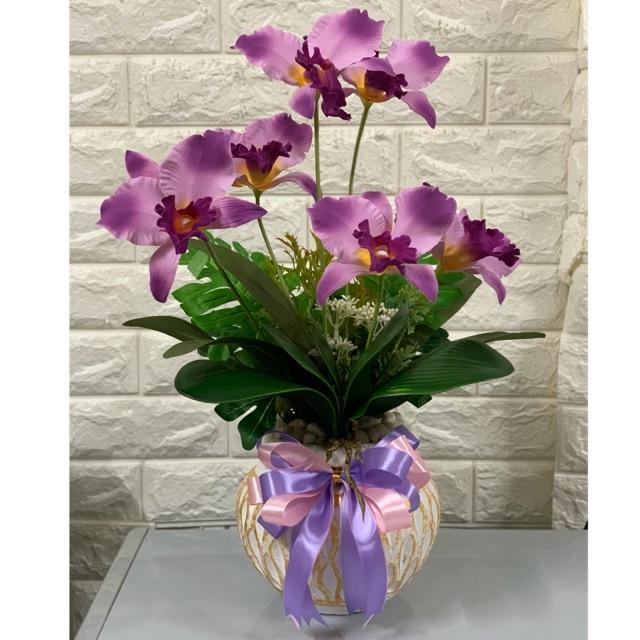 แจกันดอกกล้วยไม้ แคทลียา เรียบหรูดูดี เป็นดอกไม้ประดิษฐ์ สูงแระมาณ 45 ชม กว้าง 30 ชม. ฝ