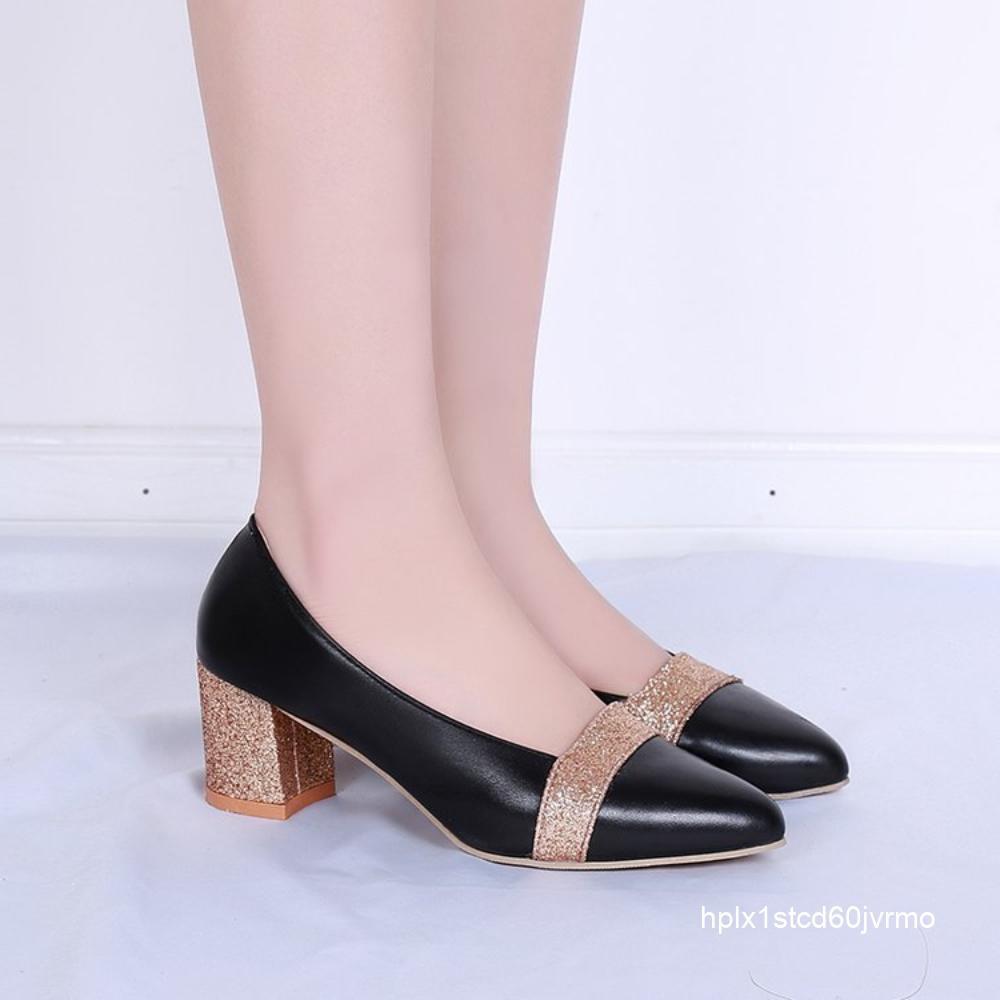 รองเท้าคัชชูหัวแหลมสีผู้หญิงเข้ากับฤดูร้อนแบบหนา