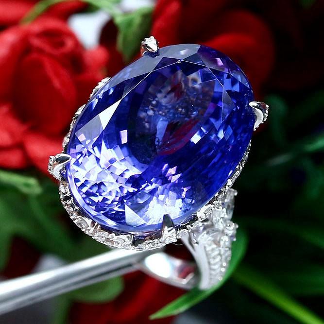 แหวนทองแท้ 18k 90% น้ำหนักทอง 9.65g-พลอยแทนซาไนท์(Tanzanite)แท้ธรรมชาติ 29.85กะรัต 15x21mm. และ เพชรแท้ 252เม็ด 2.5กะรัต