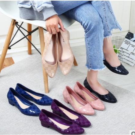 SALE รองเท้าคัชชู หัวแหลม ยางนิ่มไม่กัดเท้าผู้หญิง
