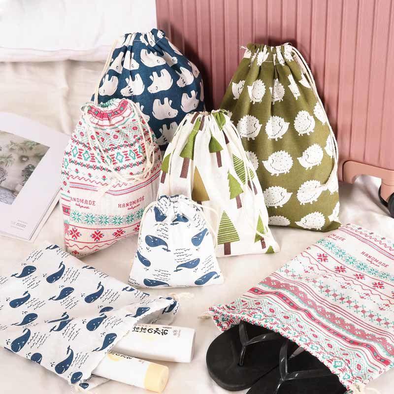 ผ้าคอตตอน  กระเป๋าเก็บสัมภาระสำหรับเดินทาง   กระเป๋าใบเล็ก   กระเป๋าเครื่องสำอาง   รองเท้า  สายรัด  กระเป๋าหูรูด   กระเป