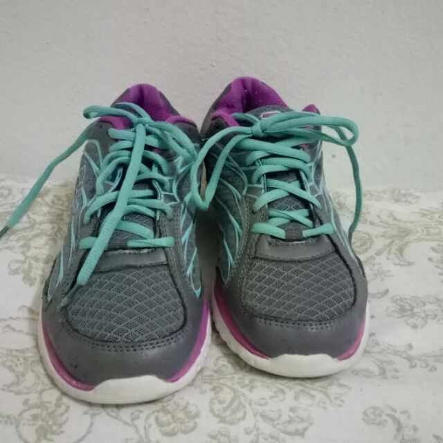 รองเท้าวิ่ง Fila size 38.5