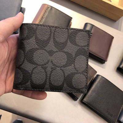 ✧ゃอเมริกันซื้อของแท้ COACH/Coach กระเป๋าสตางค์ผู้ชายกระเป๋าสตางค์ใบสั้นกระเป๋าบัตรพับครึ่งธุรกิจผู้ชายกล่องของขวัญกระเป๋