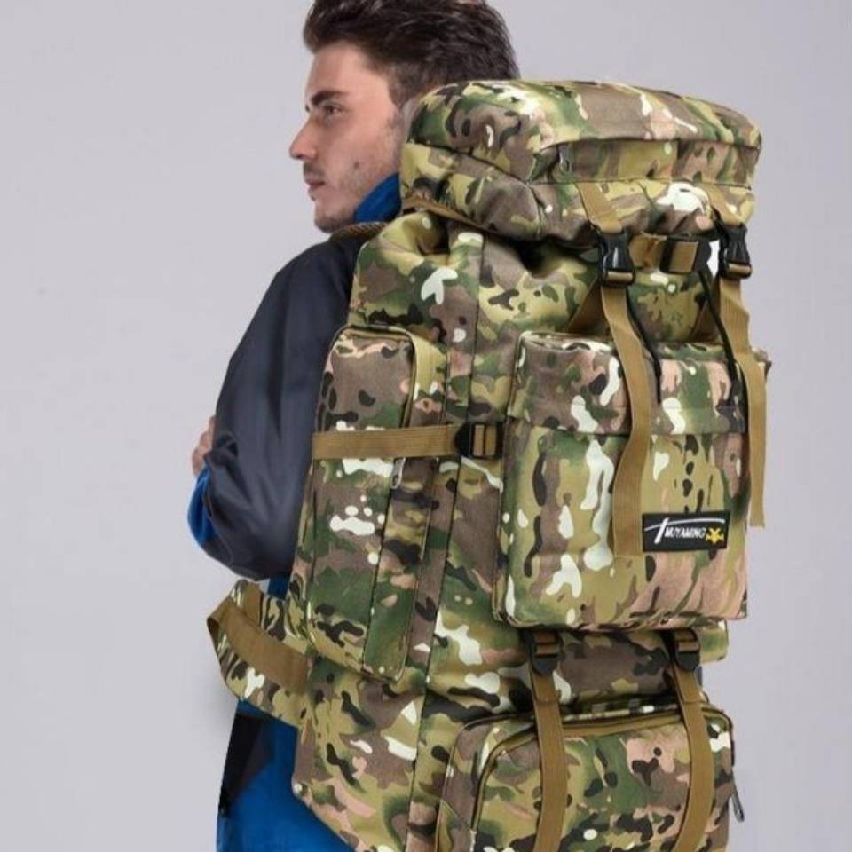 กระเป๋าเป้สะพายหลังลายพรางเหมาะกับการพกพาเดินทาง