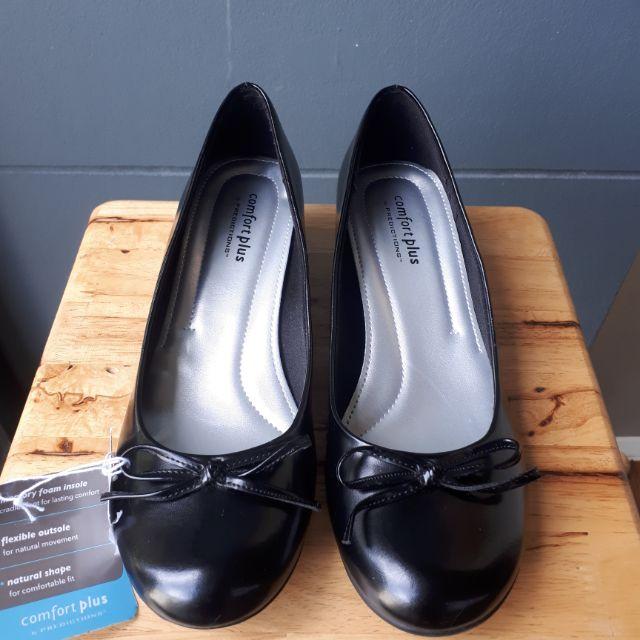 รองเท้าคัชชูสีดำเงา (size38ครึ่ง US 7)