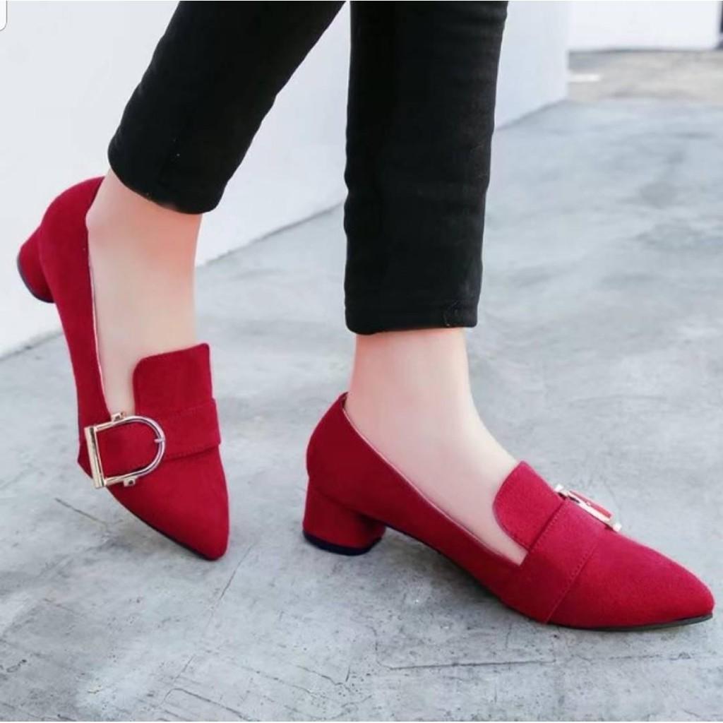 รองเท้าแตะแฟชั่นผู้หญิง♀รองเท้าคัชชูหัวแหลม หนังกำมะหยี่  ส้นเตี้ย ( มี 3 สี แดง / น้ำตาล ดำ )