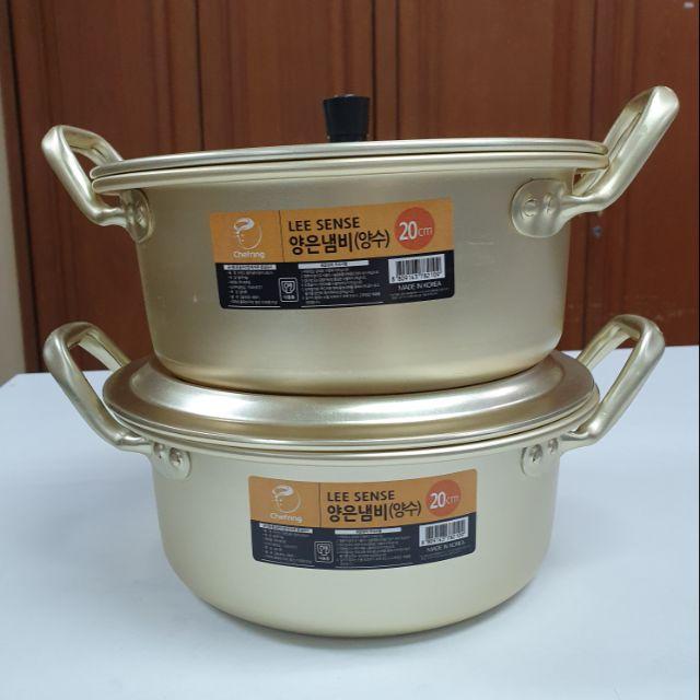 หม้อสีทองขนาด  22  cm  ราคา  470 บาทรวมค่าส่ง ลงทะเบียน (สินค่าผลิตในเกาหลี) หิ่วมาได้อค่ 2 ใบค่ะ