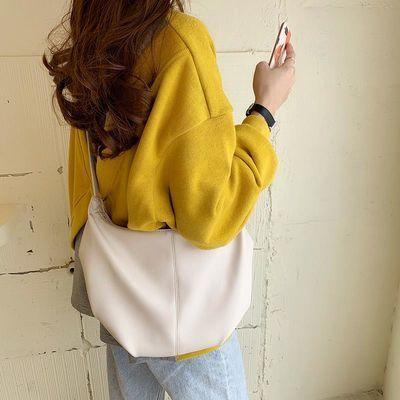 💥ราคาถูกที่สุด💥cro กระเป๋า Croissant จีบที่ถูกที่สุดกระเป๋าสะพายไหล่ของ Messenger ที่ดูดี