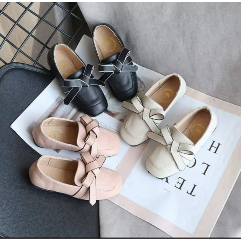 รองเท้าคัชชูเด็กผู้หญิง