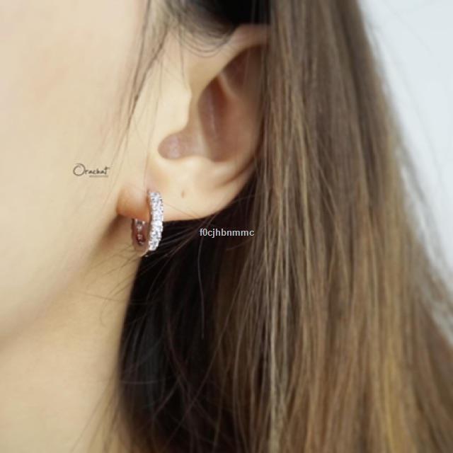ราคาขายส่ง✤♤✺Kaylee hoop earrings. (ต่างหูห่วง เพชร CZ ล้อม งานชุบทองคำขาว)