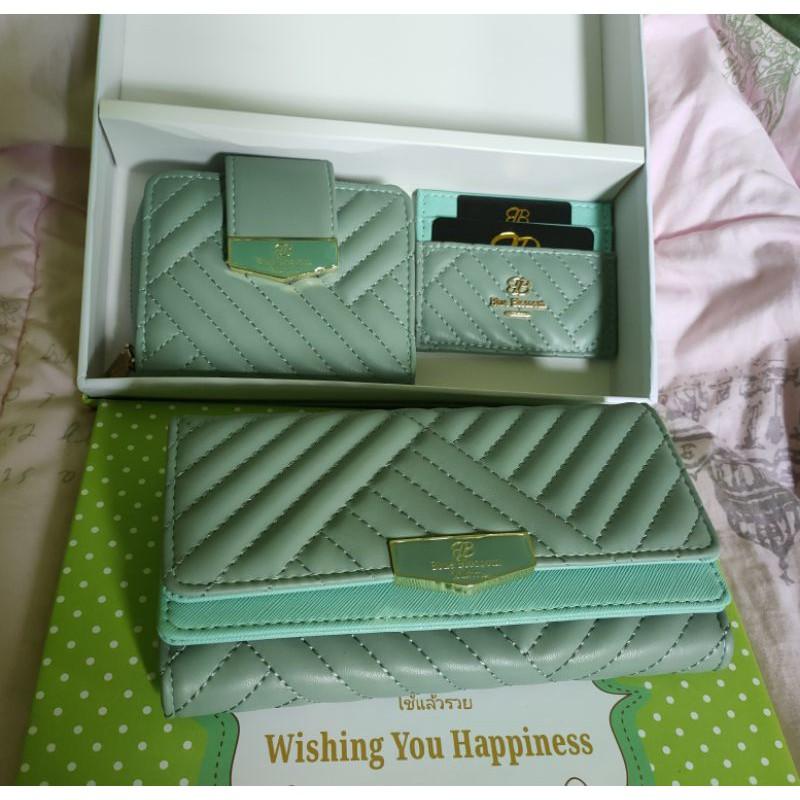 กระเป๋าสตางค์ เซ็ต 3 ใบ Blue Blossom แท้💯% พร้อมกล่อง สีเขียว