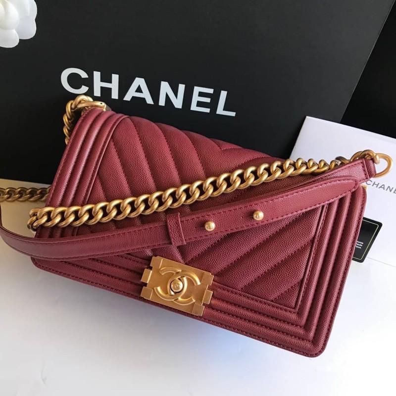Chanel boy chevron หนังคาเวียร์ อะไหล่ทอง สีแดง พร้อมส่ง