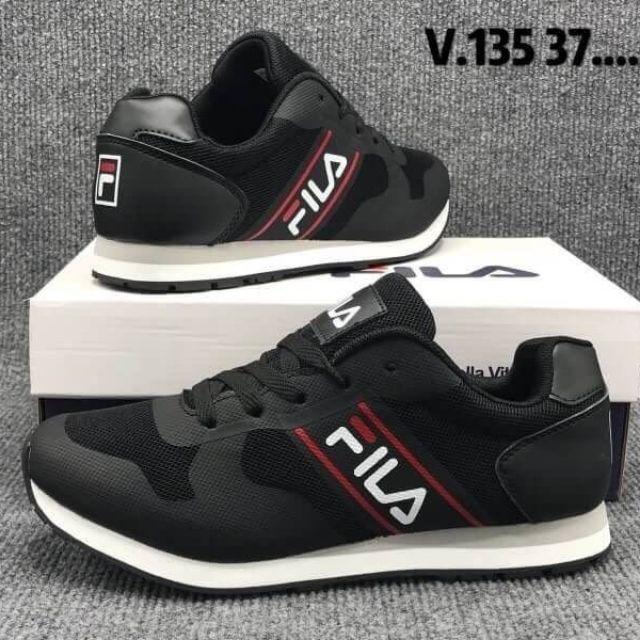 รองเท้าวิ่ง Fila สีดำ