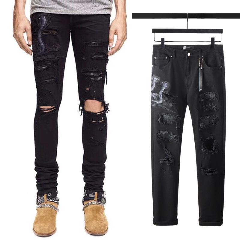กางเกงยีนส์ Amiri AMIRI งูเห่าปักกางเกงยีนส์สีดำหลามผิวแพทช์เสียหายหลุมยืดหยุ่นบางสูงแบรนด์น้ำถนน
