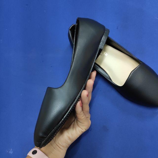 รองเท้าคัชชูสีดำนิ่ม