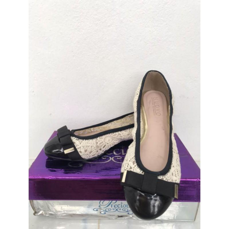 รองเท้าคัชชูผู้หญิง.