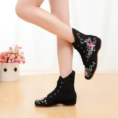 รองเท้าส้นสูงไซส์ใหญ่!รองเท้าคัชชู!รองเท้าส้นสูงมือสอง! รองเท้าปักในฤดูใบไม้ร่วงสไตล์ชาติพันธุ์รองเท้าผ้าฝ้ายรองเท้าผ้าปักกิ่งเก่ารองเท้าบูทเต้นรำแบบสบาย ๆ สำหรับผู้หญิงรองเท้าบูทสั้นสำหรับเด็ก