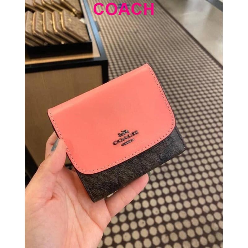 กระเป๋าสตางค์ ใบสั้น SMALL WALLET IN SIGNATURE CANVAS (COACH 87589) QB/BROWN PINK LEMONADE