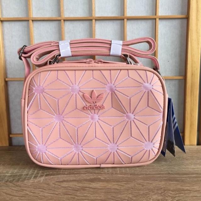 eab00a5476c2 Adidas Originals 3D Mini Airline (ISSEY MIYAKE Style Shoulder Bag)  กระเป๋าสะพายรุ่นใหม่ดีไซน์สุดฮิตสไตล์ ISSEY MIYAKE