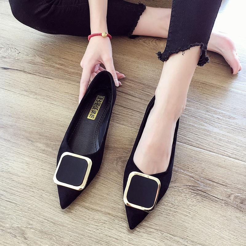 รองเท้าคัชชูหัวแหลมผู้หญิงรองเท้าแฟชั่นส้นแบนแบบใหม่ทั้งหมด