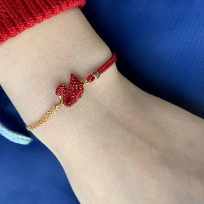 ☦◍สร้อยคออุปกรณ์เสริมแฟชั่นสร้อยข้อมือ Swarovski ของแท้หญิงสร้อยข้อมือหงส์คริสตัลสีแดงหญิงสร้อยข้อมือเครื่องประดับของขวั