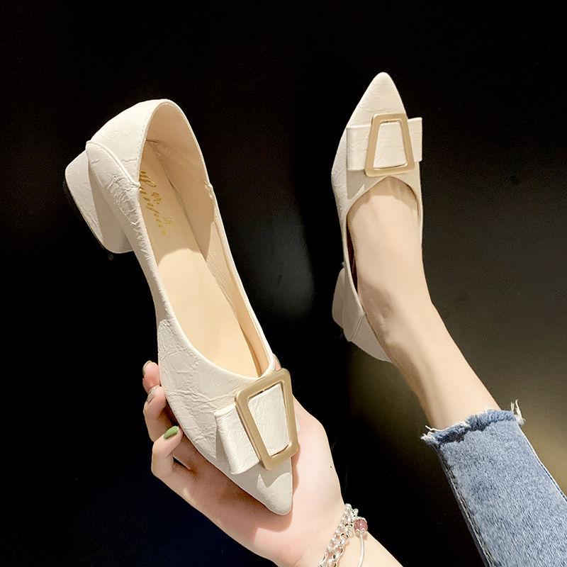 รองเท้าคัชชูหัวแหลม 2020หนากับรองเท้าแหลมหญิงสองสวมสีดำมืออาชีพกับปากตื้นรองเท้าส้นสูงป่าอารมณ์รองเท้าผู้หญิงฤดูใบไม้ผลิ