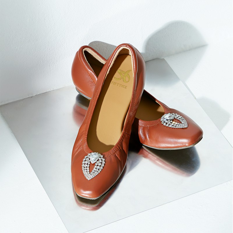 Fiftysix พร้อมส่ง รองเท้าหนังแกะ รองเท้าส้นเตี้ยหนังแกะ รองเท้าคัชชู รองเท้าใส่ทำงาน รองเท้าแฟชั่น รุ่น Nora Brown