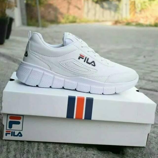 Fila รองเท้าวิ่งสีขาว