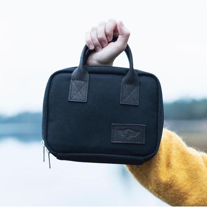 Comandante C40 Travel Bag (สีดำ) - พร้อมส่ง