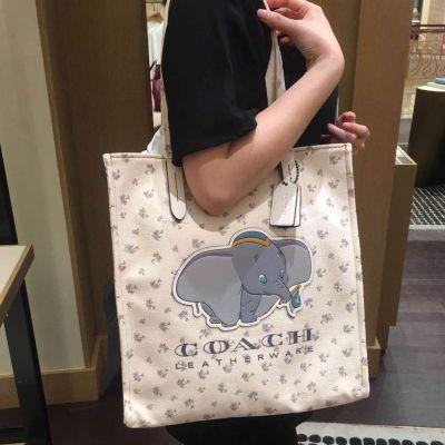 กระเป๋าผ้าแคนวาส,แฟชั่นฤดูร้อนใหม่COACH / Coach กระเป๋าหญิงแท้ Disney กระเป๋าผ้าแคนวาสดัมโบ้สะพายไหล่กระเป๋าโท้ท