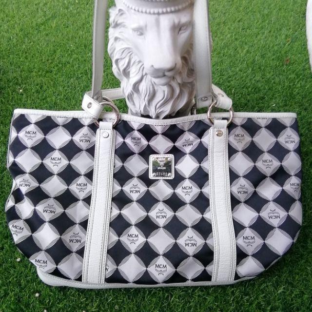 กระเป๋าMCM แท้ 100 % มือสอง รุ่นหนังแคนวาส Black & White Diamond