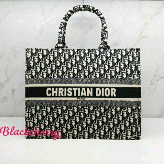 กระเป๋า ChristianDior Book Tote Bag ผ้าแคนวาส งานปักทั้งใบ
