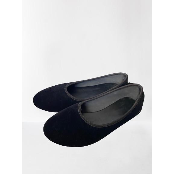 รองเท้าคัชชูสีดำหนังกำมะหยี่