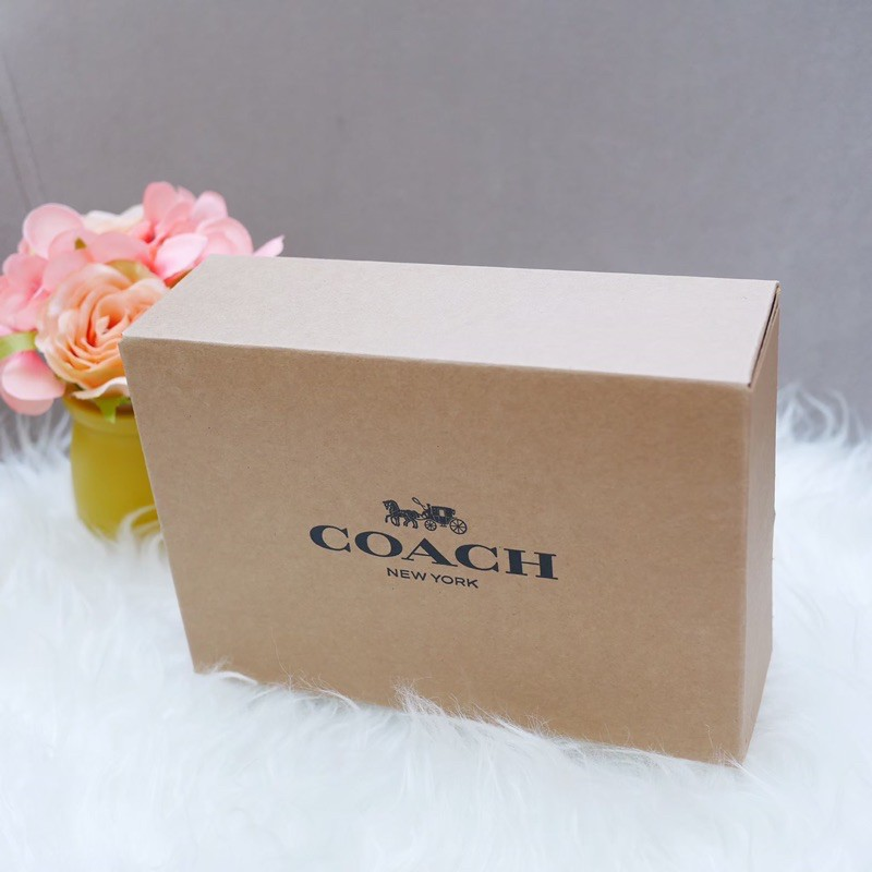 ❌สงวนสิทธิ์ เฉพาะลูกค้าทีซื้อของทีร้าน❌ กล่องกระดาษ Coach ของแท้ ใส่กระเป๋าสตางค์ใบสั้นได้