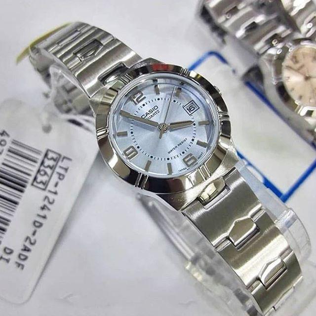 นาฬิกาข้อมือ Casio  รุ่น LTP-1241D-2A นาฬิกาผู้หญิง สายสแตนเลส หน้าปัดสีฟ้า สดใส -ของแท้ 100% รับประกันศูนย์ CMG 1 ปี
