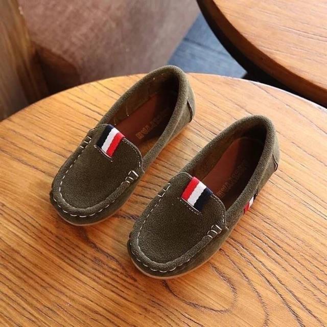 รองเท้าคัชชูสำหรับเด็ก